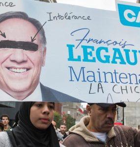 یکشنبه گذشته هزاران کبکی به مرکز شهر مونترال آمدند تا اعتراض خود را به طرح لائیسم یا قانون ۲۱ اعلام کنند / Photo Agence QMI, Joël Lemay