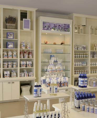 محصولات مزرعه در فروشگاه و آنلاین قابل خرید است