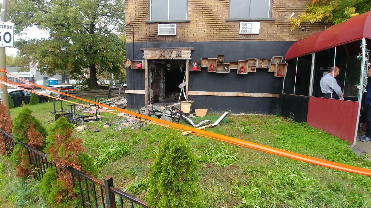 در آتشسوزی رستوران «اونیکس» به ساکنان طبقات فوقانی آسیبی وارد نشده است. / Photo: Shahram Yazdanpanah / Medad