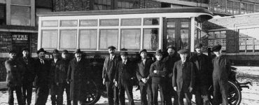 اولین اتوبوس مونترال با تغییر کاربری یک کامیون و توسط کارگران بخش تعمیرات شرکت تراموای مونترال ساخته شده بود / Photo: STM