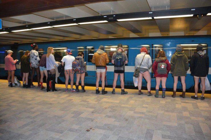 با دیدن این صحنه در متروی مونترال غافلگیر نشوید / Photo Credits:Tom Posen