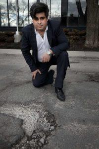 شروین کرمی تلاش زیادی کرد تا با فرمول جدید آسفالت خود مشکل چالهها را در خیابانهای شهر مونترال حل کند / Allen McInnis / Montreal Gazette